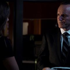 Skye se reúne con el Director Coulson.