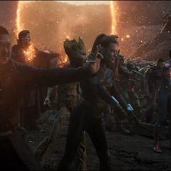 Wong y sus aliados a punto de luchar.