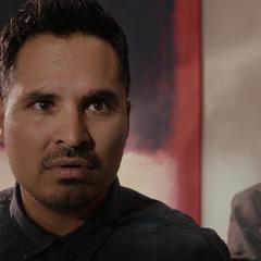 Luis se entera que los Vengadores están buscando a Lang.