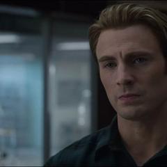 Rogers es insultado por Stark.
