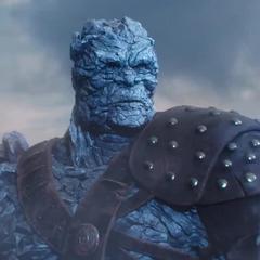 Korg sorprendido del poder de Thor.