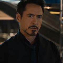 Stark reacciona a la llegada de Ultrón.