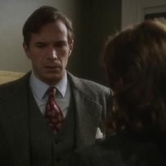 Jarvis se entera de que Emke es la responsable del robo.