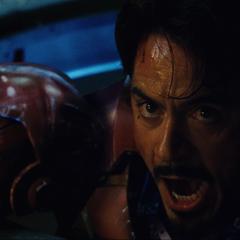 Stark le pide a Potts que sobrecargue el Reactor Arc.
