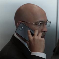 Sitwell informa a sus contactos que tiene el Cetro.
