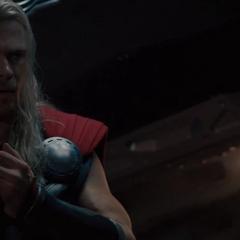 Thor reflexiona acerca de su visión.