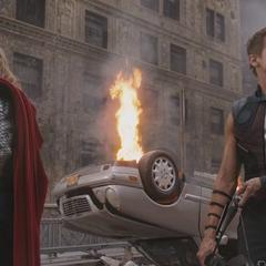 Barton se reencuentra con Thor en Nueva York.
