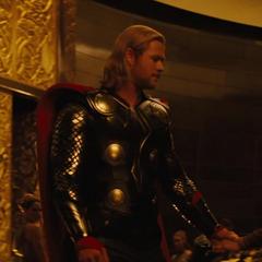 Thor deja la celebración.