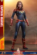 Captain Marvel Hot Toys 11