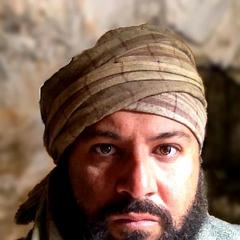 Ari Rufino como Insurgente