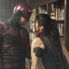 Murdock detiene a Elektra.