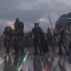 Loki regresa a Asgard para ayudar a los Asgardianos a evacuar el reino.