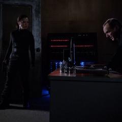 Coulson roba información secreta de HYDRA.