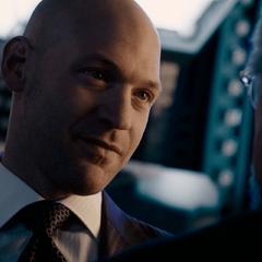 Cross se entera de que Pym realmente era Ant-Man.