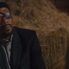Fury aconseja a Stark.