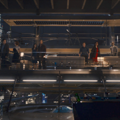 Rhodes y los Vengadores son interrumpidos por Ultrón.