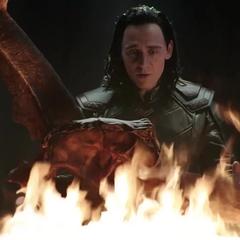 Loki coloca la Corona de Surtur en la Llama Eterna.