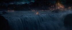 Thor-the-dark-world-movie-trailer-screenshot-8