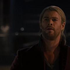Thor gana el reto y afirma que los Vengadores no son dignos del Mjolnir.