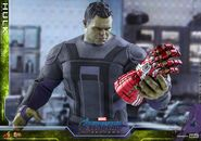 Hulk Nano Gauntlet Hot Toys 8