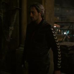 Pietro y Wanda llegan a una iglesia.