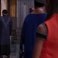 Shuri observa discutir a T'Challa y N'Jadaka.