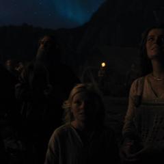 Los aldeanos nórdicos ven que algo raro sucede.