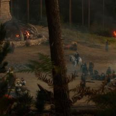 Fandral recorre el campo de batalla en su caballo.