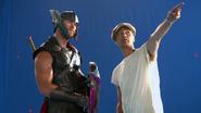 Chris Hemsworth & Taika Waititi (Thor Ragnarok BTS)