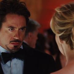 Stark se informa por Everhart del armamento que recibieron los Diez Anillos.