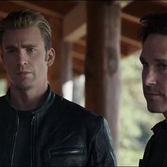 Rogers visita la Residencia Stark.