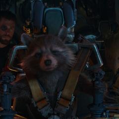 Rocket a punto de viajar con Thor y Groot a Nidavelir.