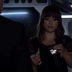 Skye sorpendida por la asignación de Coulson.