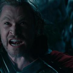 Thor intenta convencer a Odín de unirse a la lucha.