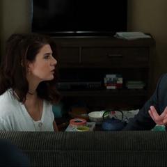 Maybelle escucha a Stark hablar de la beca con Peter.