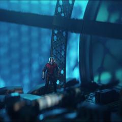 Lang se infiltra en el Reactor Arc.