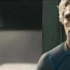 Pietro descubre a Barton en peligro.