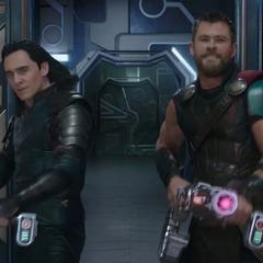 Loki y Thor se unen para robar el <i>Comodoro</i> del Gran Maestro.