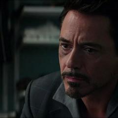 Stark impresionado por la actitud de Parker.