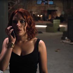Romanoff recibe la misión de reclutar a Bruce Banner.