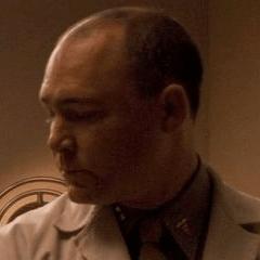 Doug Cockle como Joven Doctor