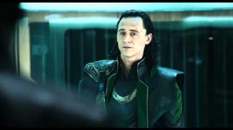 Marvel Los Vengadores Escena Loki impresionado