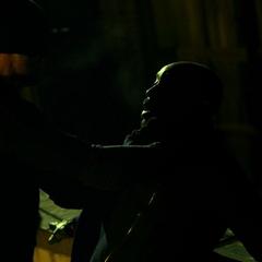 Murdock amenaza a Barrett.