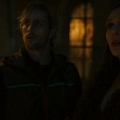 Pietro y Wanda conocen a Ultrón.