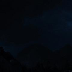 Hugin y Munin ayudan a Odín a vigilar a Thor en la Tierra.