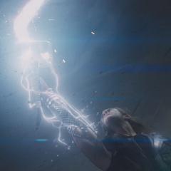 Thor recobra su poder y armadura por medio del Mjolnir.
