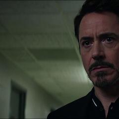 Stark habla con Miriam Sharpe.