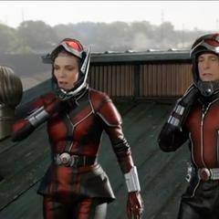 Pym y van Dyne escapan a tiempo.