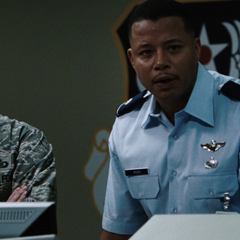 Allen y Rhodes investigan a Stark.