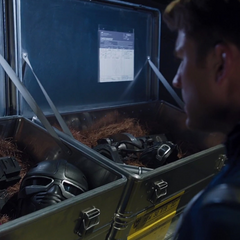 Rogers descubre que S.H.I.E.L.D. quiere utilizar el Teseracto para replicar la tecnología de HYDRA.